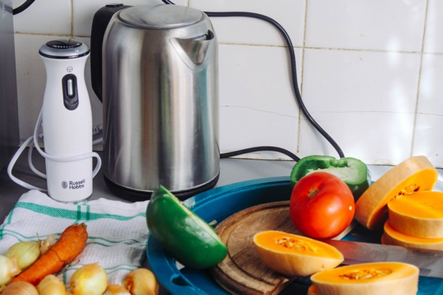 Clean an Electric Kettle with the lemon